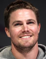 By Gage Skidmore  Uploaded by MyCanon (Stephen Amell) [CC-BY-SA-2.0 (http://creativecommons.org/licenses/by-sa/2.0)], via Wikimedia Commons